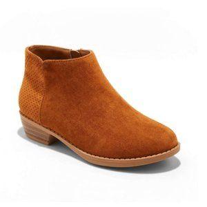 NWT Cat & Jack Girls' Debbie Fashion Boots Cognac